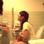 連れションもあり!!かわいいお嬢さんがいるトイレ