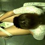 大学の洋式トイレを天井から盗撮①