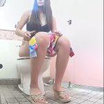 海の洋式トイレを2カメラで撮ってみた!12ギャル厳選10人分かなり美人多いです