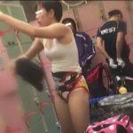 【スイミングスクール裏切り更衣室盗撮】フェイスタオルで股間をパタパタ・・・