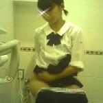 征服さんは皆さん立って拭いてくださいますのでマンコ丸見えですね。:ヤングガールトイレ(28)